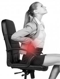 Mit ergonomischen Büromöbeln den Rücken entlasten © istock.com/cherezoff